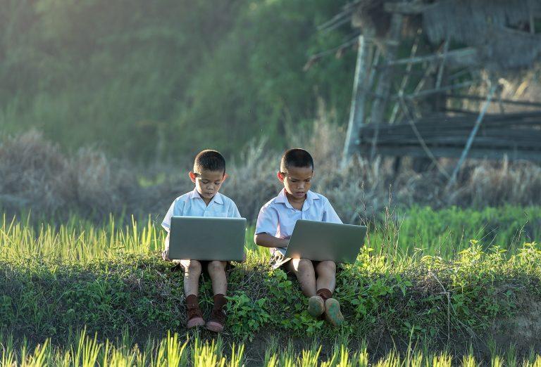 enfants sur leur pc vietnam ame du vietnam