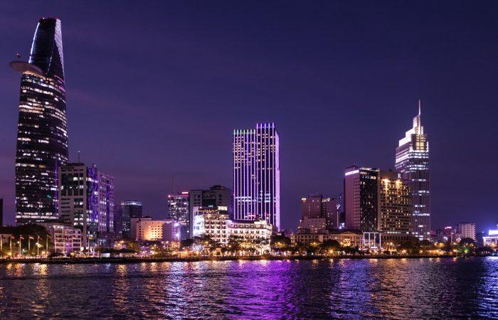 Ho Chi Minh-ville de nuit - Âme du Vietnam
