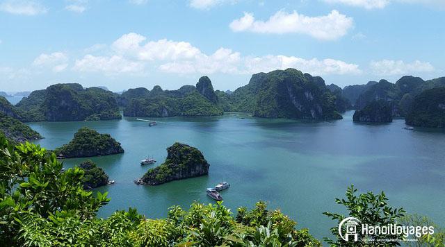 la baie Ha Long un beau jour