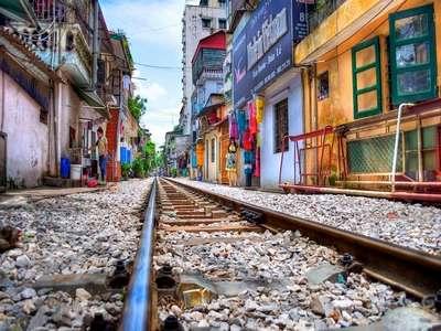 Photographie de la rue du train à Hanoi en journée