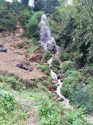 Belle cascade près de Sapa
