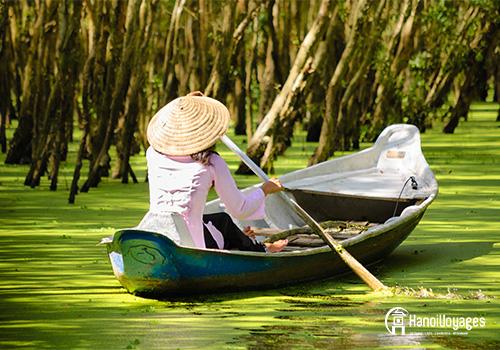 Delta du Mékong - bateau femme chapeau conique