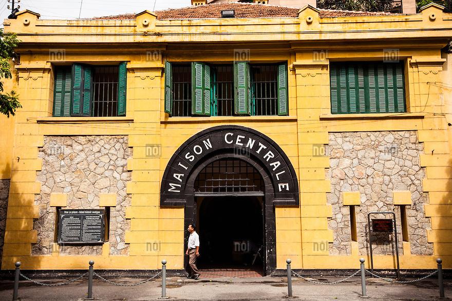Hoa-lo-prison-hanoi-vietnam