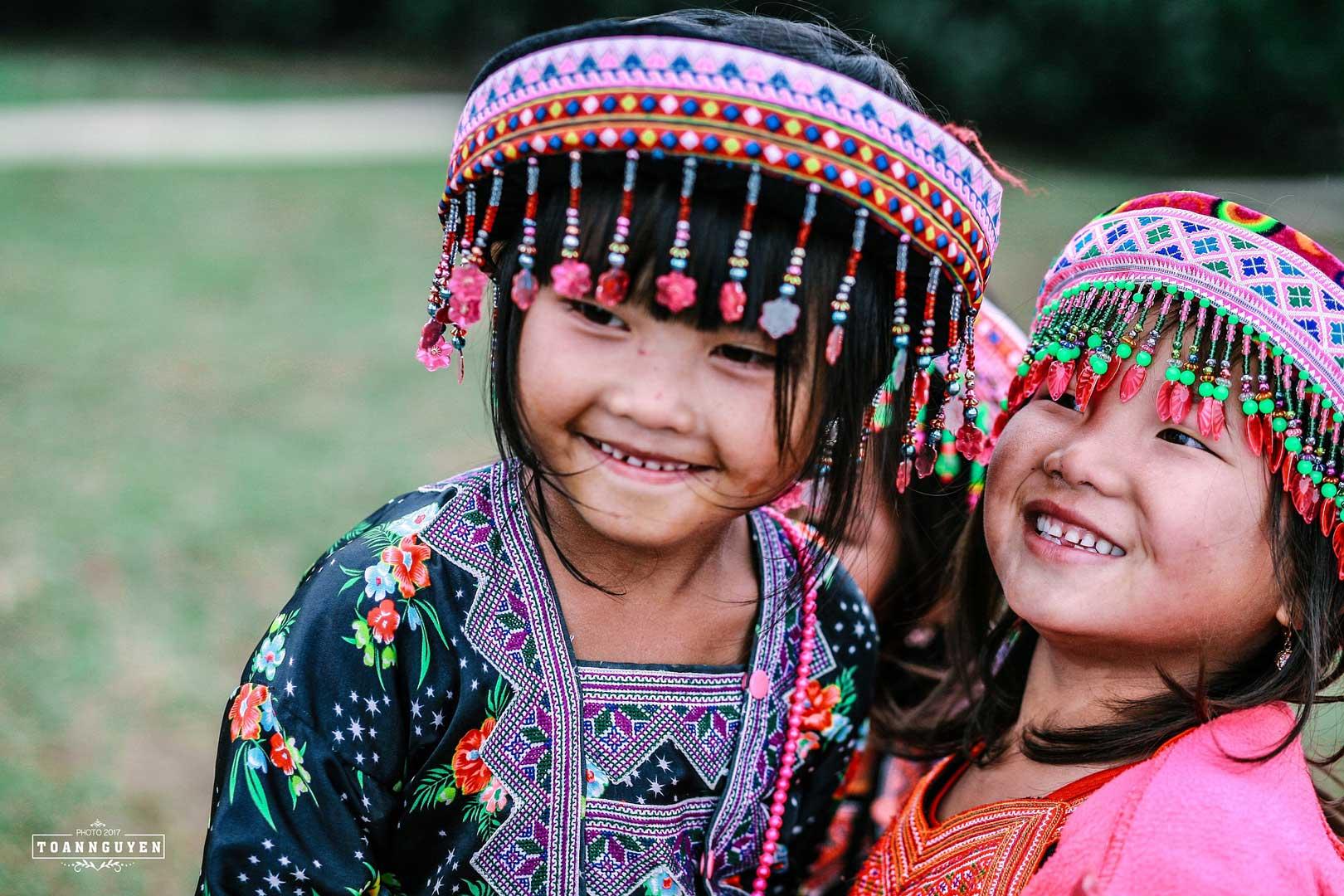Enfants dans la région de Moc Chau