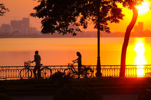 voyage-en-famille-sunset-west-lake
