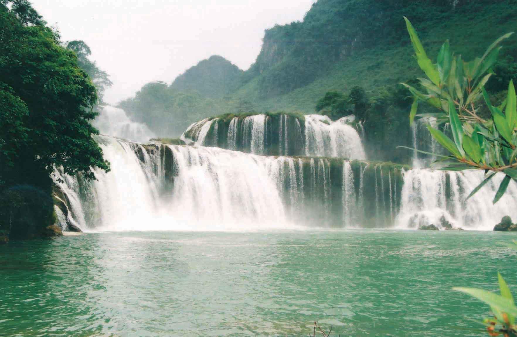 lac-ba-be-cascades-vietnam