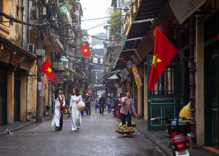 ta-hien-street-ao-dai-panorama