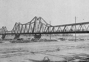 Le Pont Long Bien - Hanoi - ÂmeVietnam