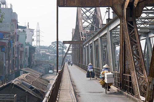 Le pont Lon Bien - Hanoi - ÂmeVietnam