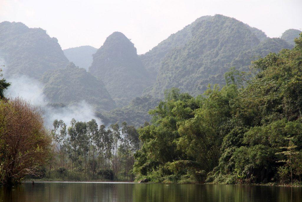 riviere brume montagne