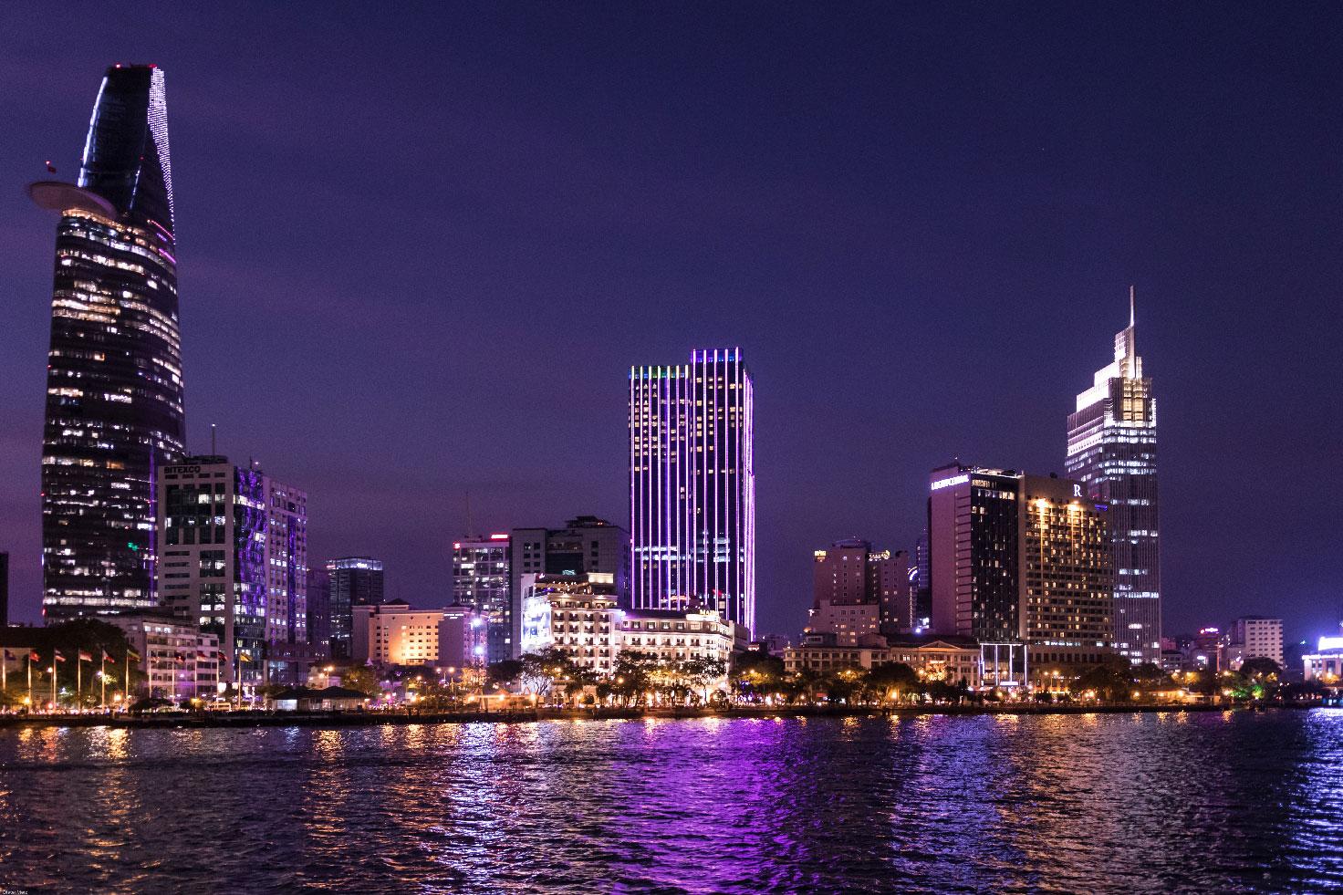 ho-chi-minh-ville-buildings-nuit