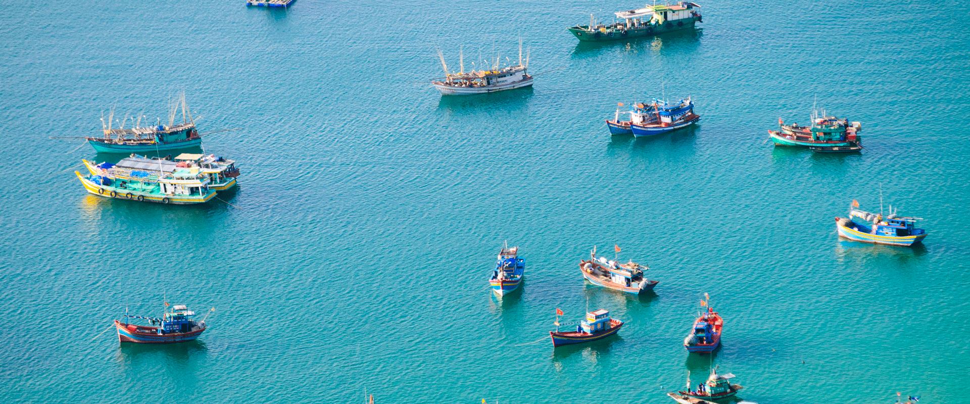 bateaux bord de mer asie