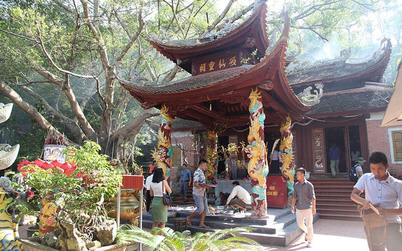 temple activités à la baie d'Halong